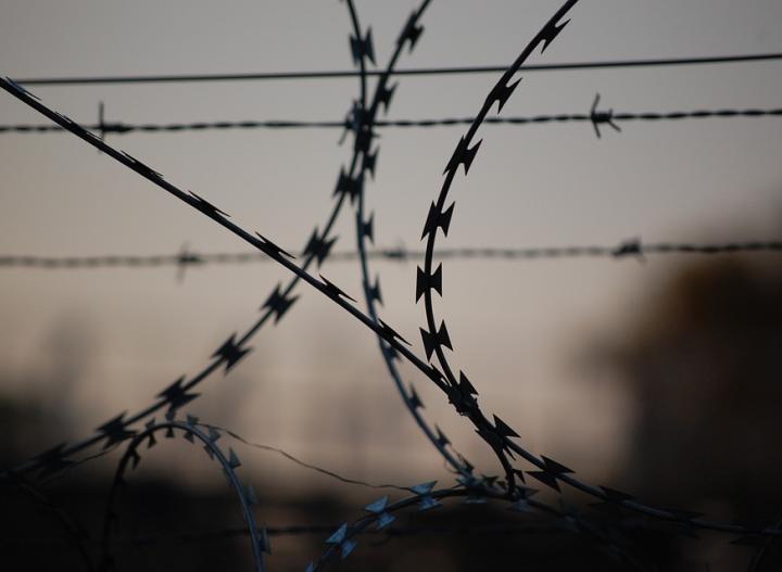 Спрятали в подошве тапочек: в ростовское СИЗО пытались передать сим-карты
