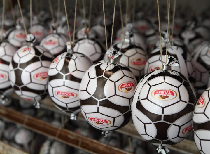 Колбасу в форме футбольного мяча будут продавать в Ростове