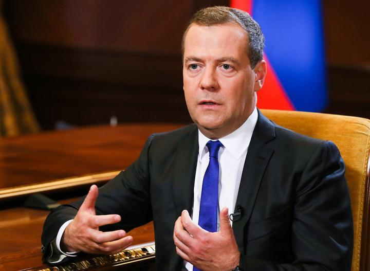 Совсем не игра: Медведев попросил россиян оставаться дома, чтобы ситуация с COVID-19 не ухудшилась