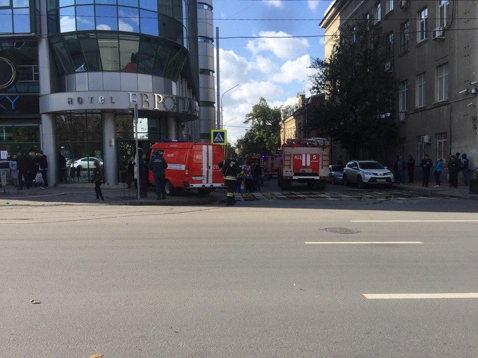 Вцентре Ростова наШаумяна зажегся пятиэтажный дом