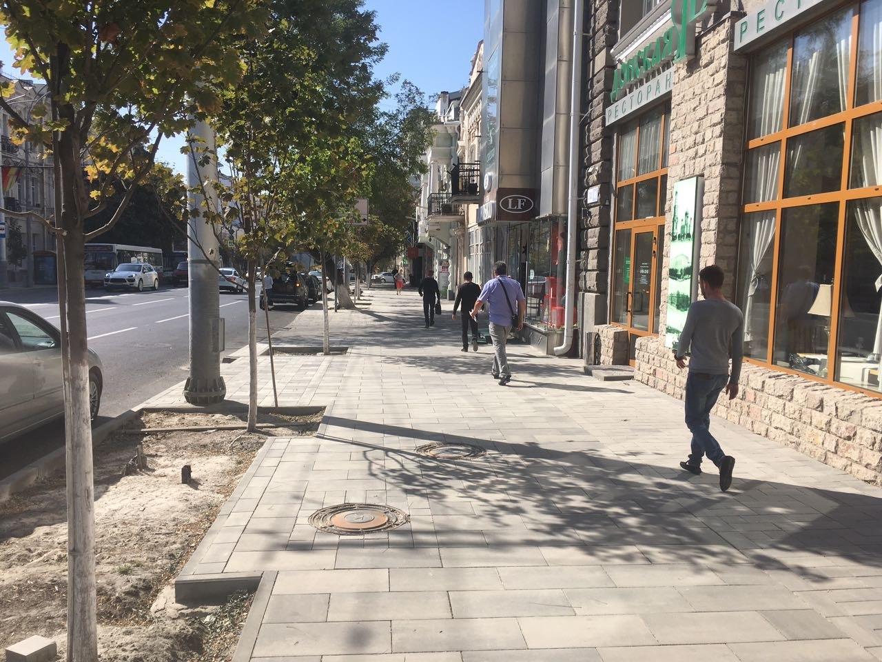 ВРостове заканчивается ремонт дороги итротуара наБольшой Садовой