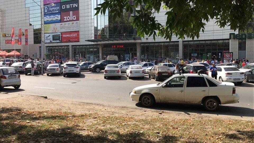 Неменее 10 сообщений оминировании объектов поступили вэкстренные службы Ростова-на-Дону