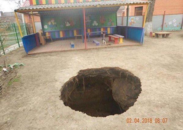 Обвал грунта произошел натерритории детского сада вТаганроге