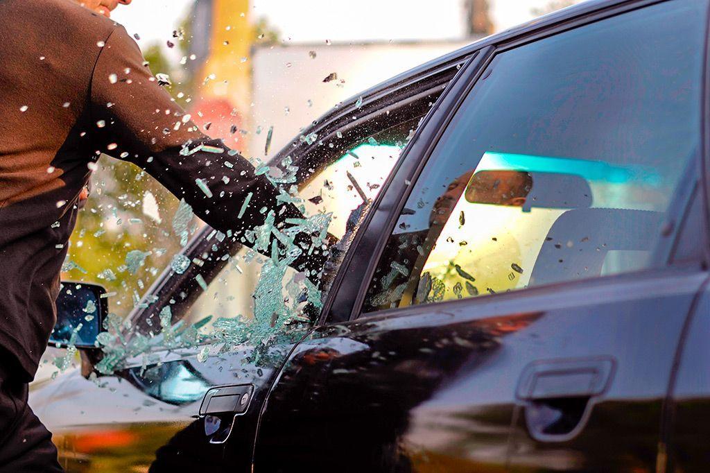 представлен полный фото краж из автомобилей этой причине девушку