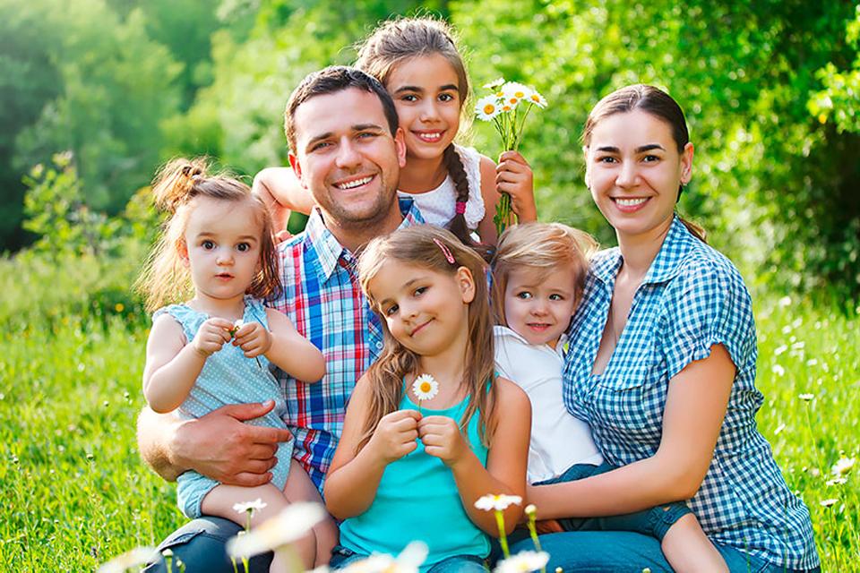 Картинки семей с тремя детьми